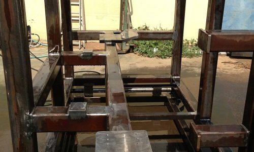 קונסטרוקציית ברזל למכונה בפס היצור 3