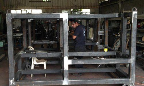 קונסטרוקציית ברזל למכונה בפס היצור 8