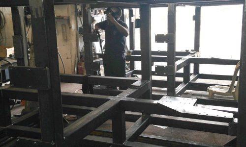 קונסטרוקציית ברזל למכונה בפס היצור 9