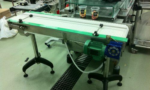 מסוע להעברת מוצרים מקו ייצור לשולחן אגירה 2